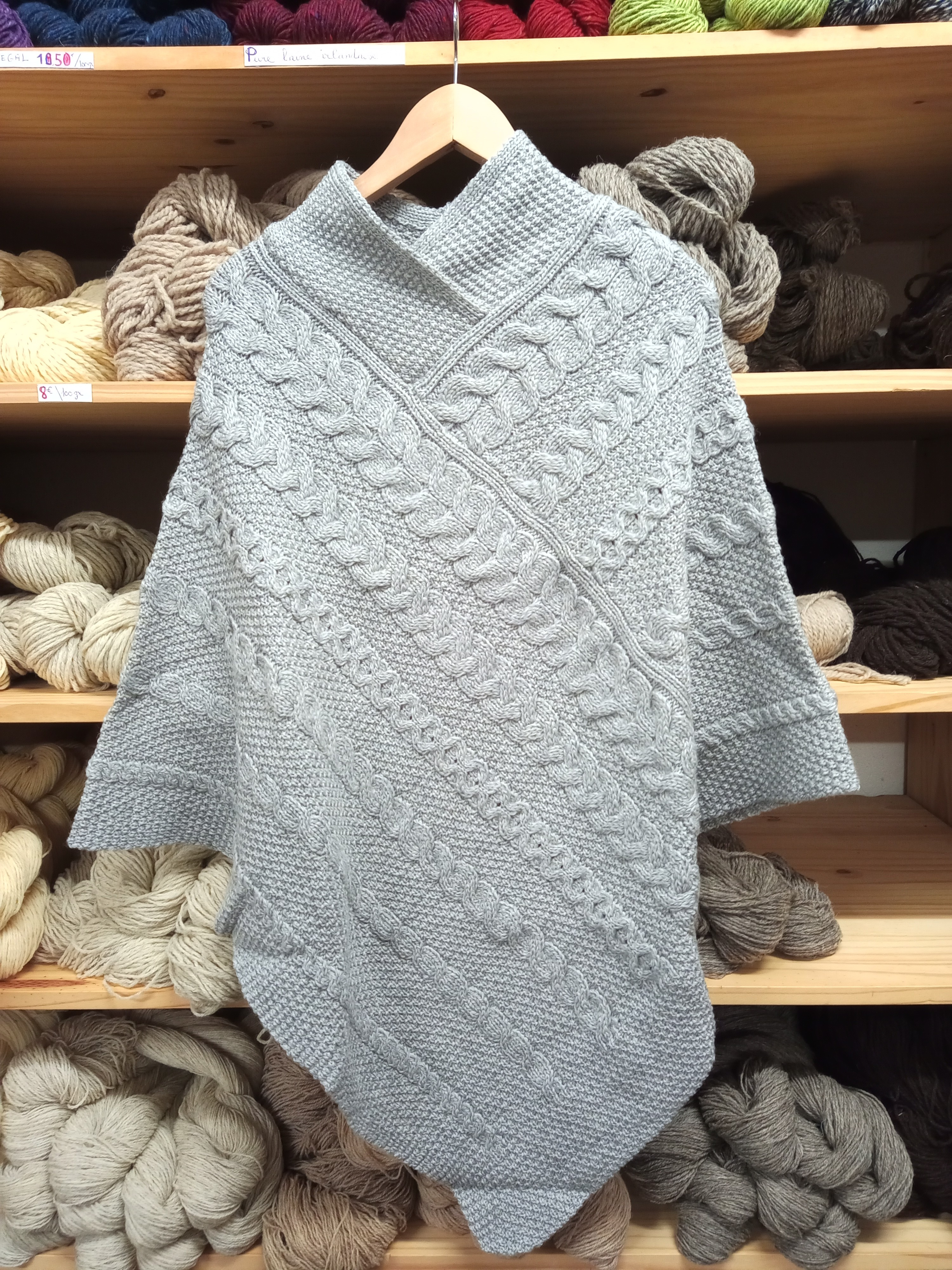 PONCHO POWERSCOURT griis